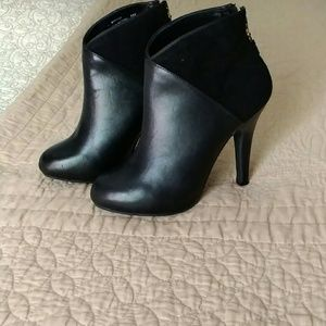 Me Too women leather boots, size 5